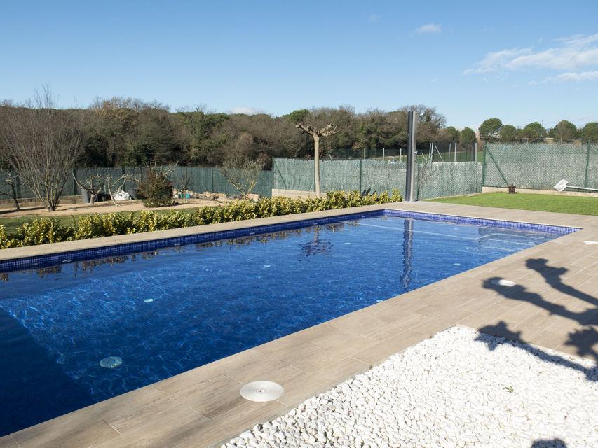 Dise o y construcci n de una piscina en fornells de la - Diseno y construccion de piscinas ...