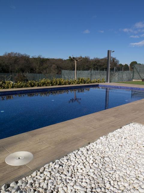 Dise o y construcci n de una piscina en fornells de la selva girona - Coste construccion piscina ...