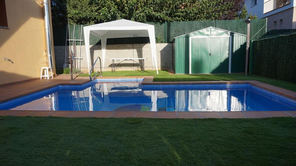 Dise o construcci n e instalaci n de piscinas en la garrotxa - Coste construccion piscina ...