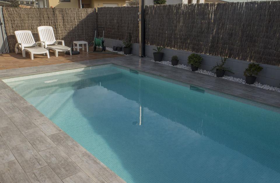 Piscines borrell construcci n y mantenimiento de piscinas en banyol - Coste construccion piscina ...